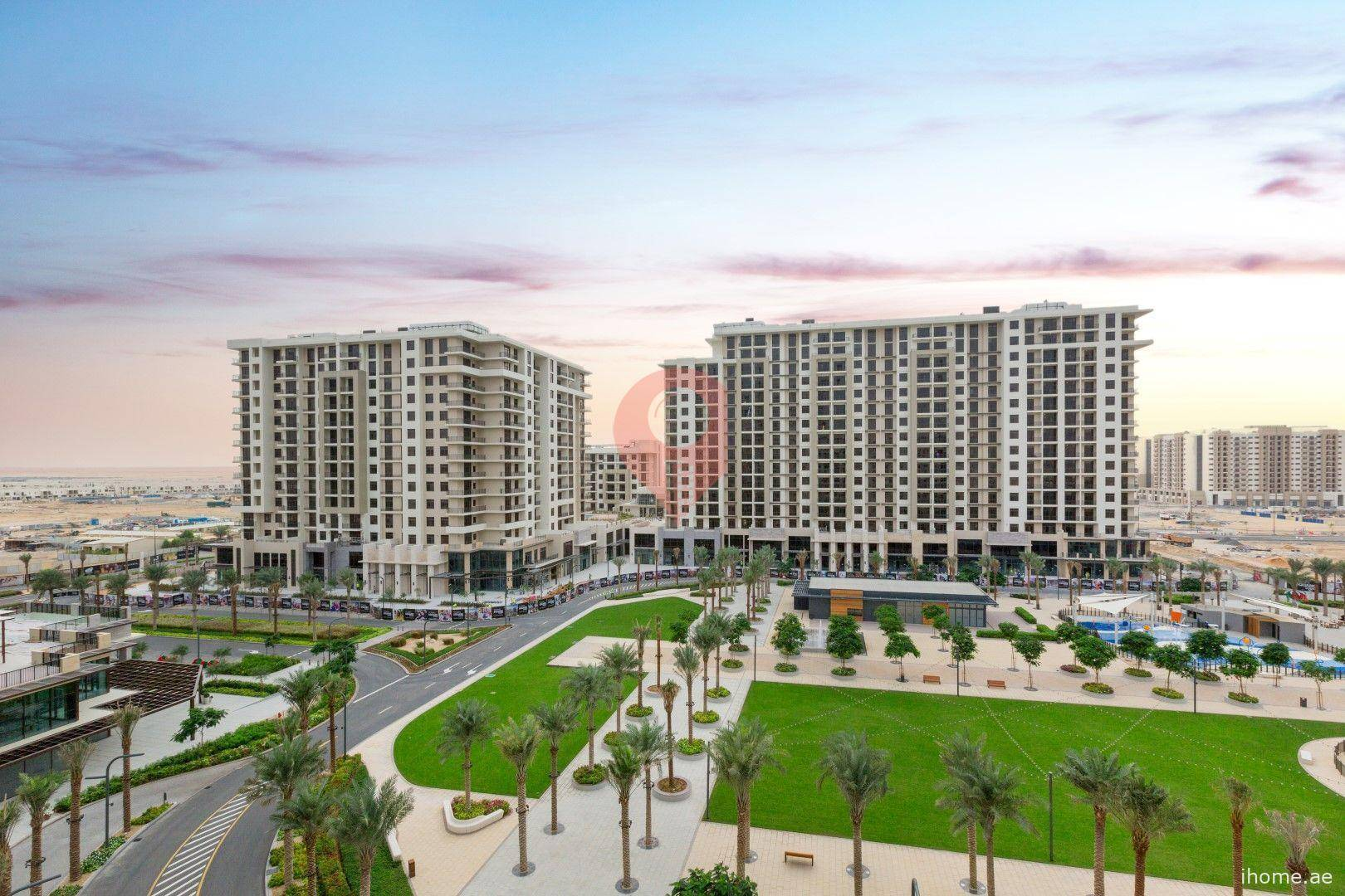 Parkside Apartments, Town Square